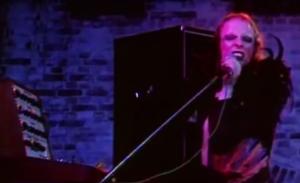 Brian Eno con Roxy Music, no sintetizador